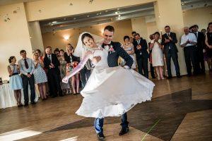 pierwszy-taniec-mlodej-pary-fot-2
